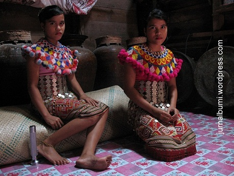 Women of Kalimantan indigenous peoples